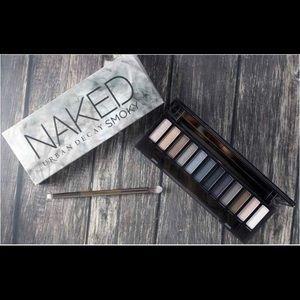 A Naked Smoky Urban Decay pallette